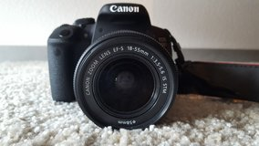 Canon 700D like new For Sale, Moving out of Germany! in Heidelberg, GE