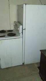 Dirty BUT WORKING Kenmore fridge and stove in 29 Palms, California