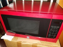 Large / Red / Kenmore Carousel Microwave in Fort Campbell, Kentucky