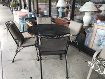 Patio table and chairs in Glendale Heights, Illinois