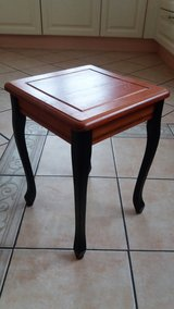 Beautiful solid wood side table in good condition! in Spangdahlem, Germany