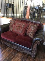Love seat like new in Fairfield, California