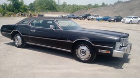 Reduced...1973 Ford Thunderbird Coupe....Classic Ride...Good fixer upper!! in Fort Campbell, Kentucky