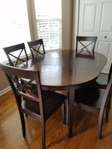 Table and 6 chairs in Chicago, Illinois