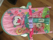 baby girl swing chair - Like new in Clarksville, Tennessee