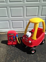 Little tikes red car with gas pump!!!! in Cleveland, Ohio