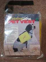 Stearns Pet Flotation Vest - Medium in Glendale Heights, Illinois