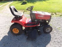 Murray riding mower 42 in cut in Fort Campbell, Kentucky