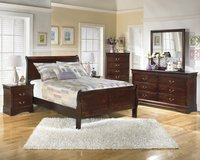 New 7 piece set Queen Cherry sleigh bed Set in Camp Lejeune, North Carolina
