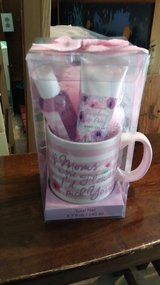 Gift set for mom in Camp Lejeune, North Carolina
