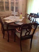 Dining room table w/ 6 chairs in Bartlett, Illinois