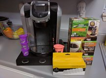Keurig 2.0 with Carafe, filters, pod drawer, and pods in Fort Campbell, Kentucky