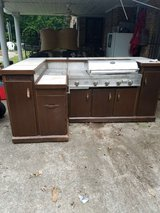 Gas grill/  bar combo with 4 bar stools in Fort Campbell, Kentucky