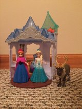 Disney Frozen MagiClip Flip 'N Switch Castle with Anna, Elsa, and Sven dolls in Bolingbrook, Illinois