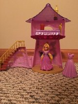 Disney Rapunzel MagiClip Flip 'N Switch Castle with Rapunzel and extra dress in Joliet, Illinois