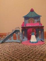 Disney Cinderella MagiClip Flip 'N Switch Castle with Cinderella doll in Joliet, Illinois