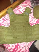 Vest ar 500 plates  ajustable size med to 2x quick release in Barstow, California