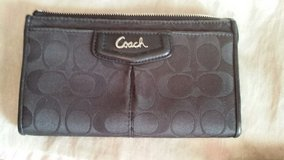 Coach wristlet/wallet in Perry, Georgia