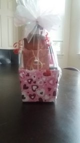 PASSIONS FRAGRANCE BASKET W/NECKLACE in Fort Bragg, North Carolina