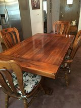 Dining Room Table w/ Chairs in Chicago, Illinois