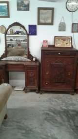 vanity and four drawers dresser set in Fort Polk, Louisiana