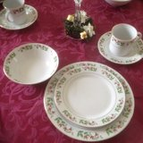"""Holiday Gold"" 20piece Dinnerware set in Camp Lejeune, North Carolina"