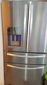 Stainless Steel Whirlpool Set With Warranty (Pending Pick Up) in Fort Campbell, Kentucky