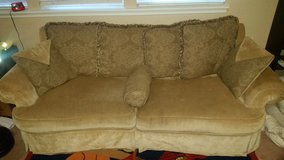 Lightly used vintage couch in Fairfield, California