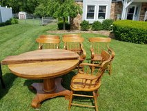 Oak table with 6 chairs in Columbus, Ohio
