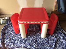 little tykes table and chairs in Batavia, Illinois