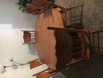 Dining table w chairs in Batavia, Illinois
