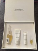 DonnaKaran Cashmere Mist Beauty Kit in Fort Campbell, Kentucky