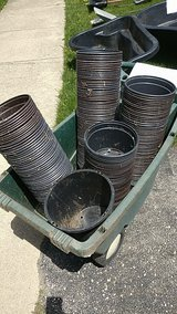 plastic pots in Glendale Heights, Illinois