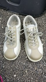 Women's bowling shoes size 6 in Lockport, Illinois