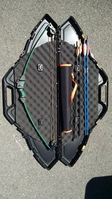 Bow and arrow set with case, quiver, 4 arrows in Fort Drum, New York