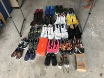Tons of clothes & shoes!! in Kingwood, Texas