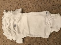 0-3 month onesies white in Glendale Heights, Illinois
