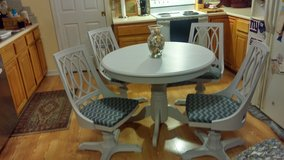 Pedestal Table with four swivel chairs in Wilmington, North Carolina