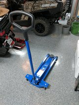 AC Hydraulic Floor Jack in Kingwood, Texas