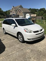 2005 Toyota Sienna in Fort Campbell, Kentucky
