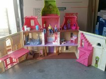 fisher price dollhouse w/people in Vacaville, California