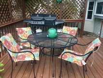 Patio table - 4 chairs and cushions in Naperville, Illinois