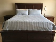 BEAUTIFUL 7 piece king bedroom set in Chicago, Illinois