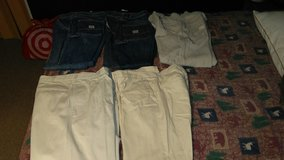 Mens 32x30 pants in Fort Campbell, Kentucky