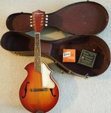 Vintage 1950's Silvertone Mandolin With Hardshell Case Very Good Condition in Lockport, Illinois