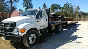 2004 f-650 ford winch truck in Navasota, Texas
