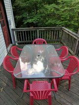 Outdoor table with chairs in Charlottesville, Virginia