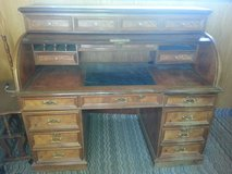 Antique 1950'S Dynasty House Roll Top Desk in Yucca Valley, California