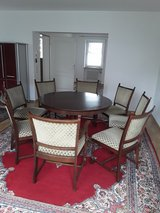 Livingroom table and 8 chairs in Grafenwoehr, GE