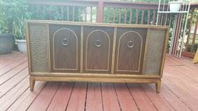 Mid Century Magnavox Stereo Console in Fort Riley, Kansas